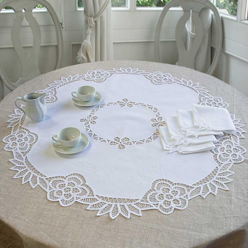 Tovaglia the rinascimento ricami e pizzi - Disegni punto croce per tovaglie da tavola ...